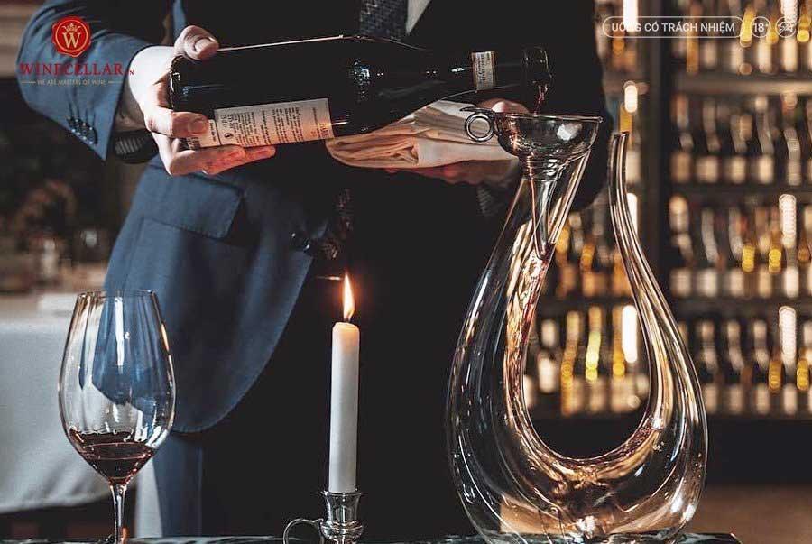 Ảnh 3: Decant rượu vang sẽ giúp phát triển nhiều hương vị hấp dẫn