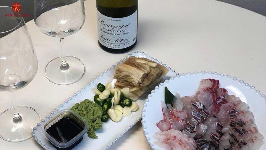 Ảnh 1: Rượu vang Louis Latour Bourgogne Chardonnay và hải sản